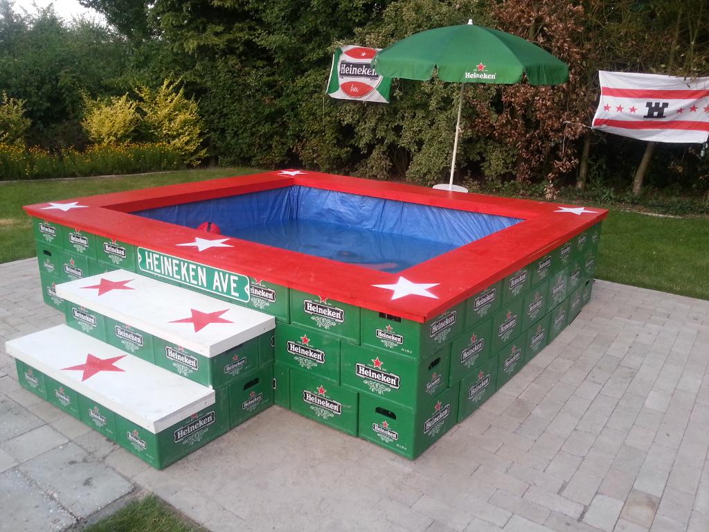 Zwembad van heineken kratjes for Zelf zwembad maken