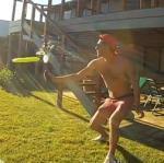 Biertje openen met een frisbee