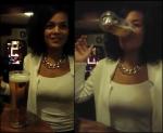 Meisje drinkt bier in zes seconden zonder handen