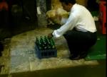 Hoe je in 10 seconden 24 bierflesjes kan openen