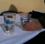 Groot glas bier past in een klein glas bier