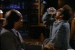 Kramer van Seinfeld kan bier drinken en roken tegelijk