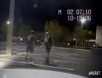 Politie laat jongen over een lijn heenlopen