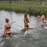 Bier zwemwedstrijd in Duitsland