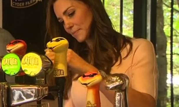Kate Middleton tapt een biertje voor William?