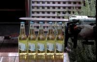 Biertjes openen met een kettingzaag