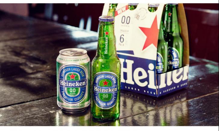 Heineken flesjes op plank