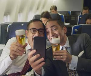 Getapte Heineken tijdens een KLM vlucht