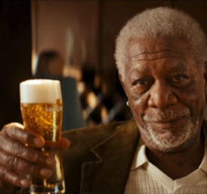 Swinckels' Pilsener in de hand bij Morgan Freeman