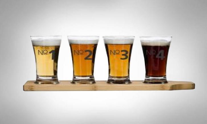 Bierproefplankje met 4 glazen